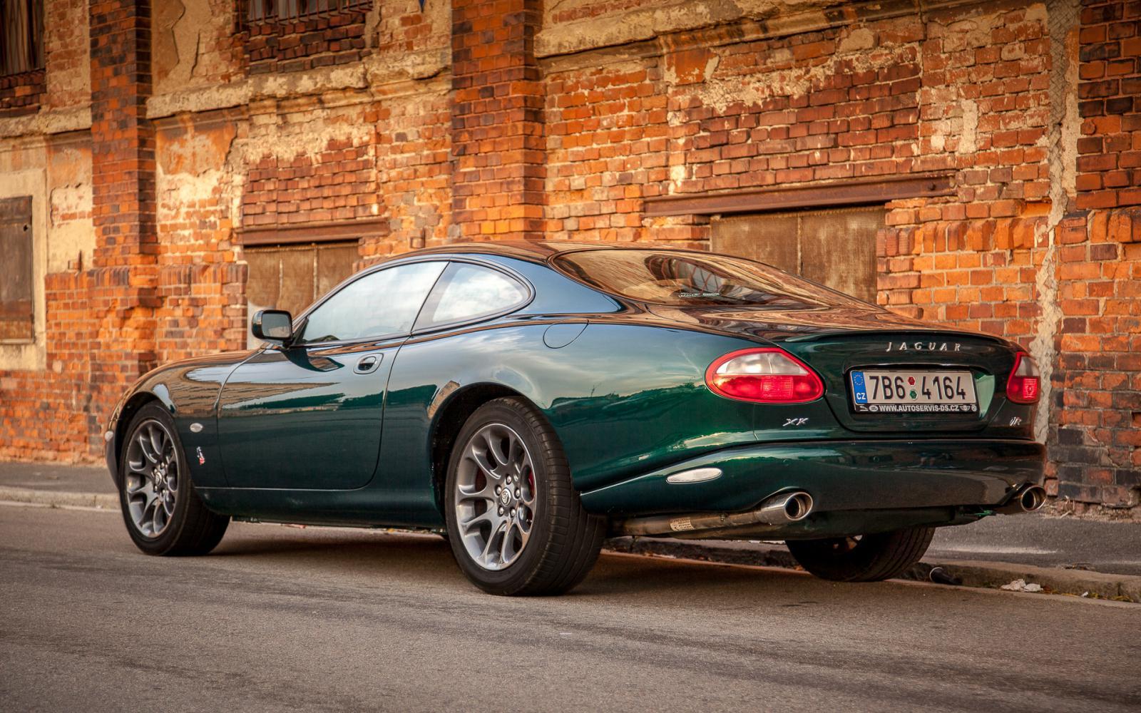 1999 Jaguar XK-X100 XKR 4.0 V8 benzín 267 kW 525 Nm